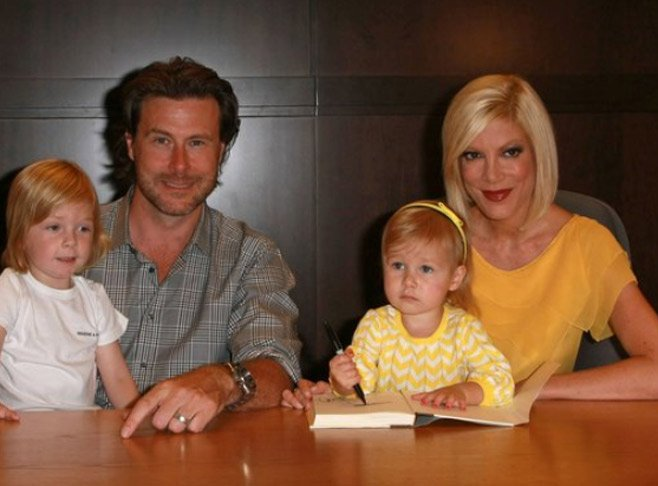 Tori Spelling in yellow dress with her family