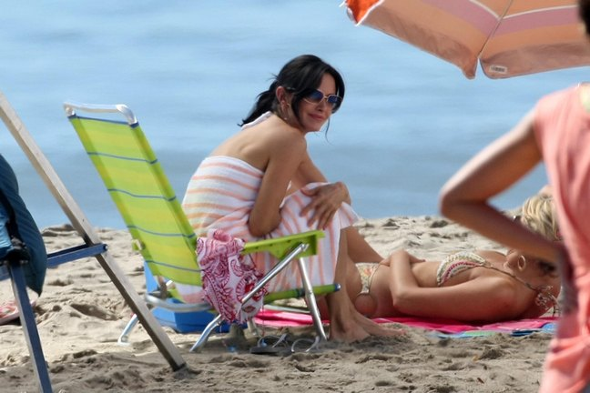 Courteney Cox, sunglasses, bikini, striped beach towel, ponytail