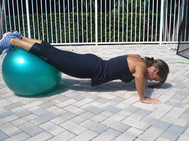 DECLINE PUSH UP WITH A BALL