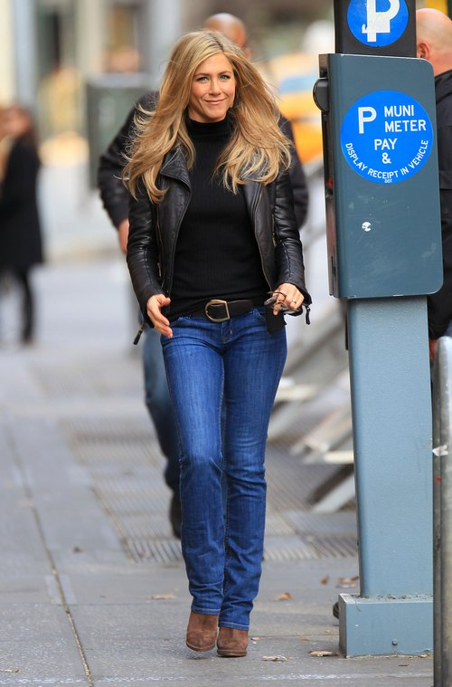 Jennifer Aniston, brown boots, jeans, black jacket