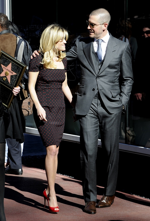 reese witherspoon, dolce and gabbana dress, polka dot dress