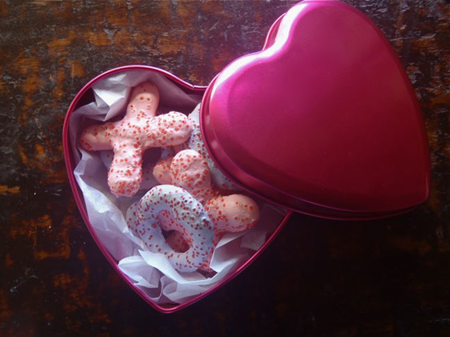 Hug and Kiss Valentine's Meringue cookies in a hot pink lined tin box