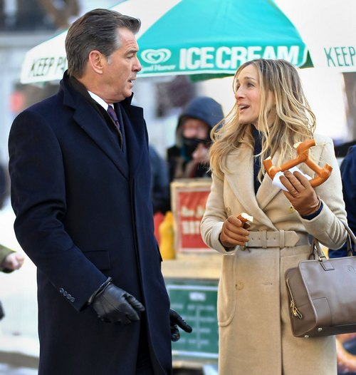 Sarah Jessica Parker tan trenchcoat, beige wool coat, hot pretzel, Pierce Brosnan