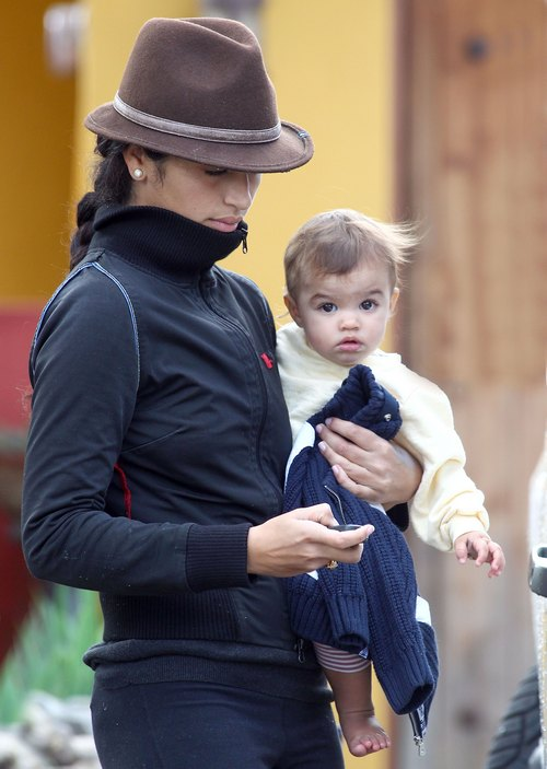 Camila Alves, fedora, black jacket, black pants,