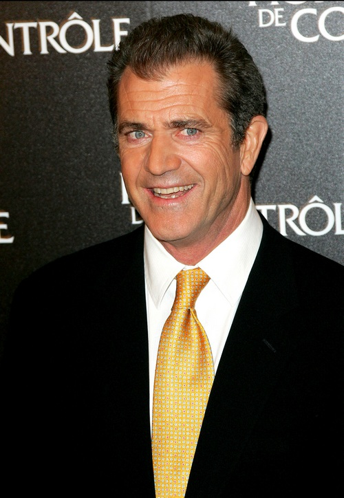 Mel Gibson, yellow tie, black suit