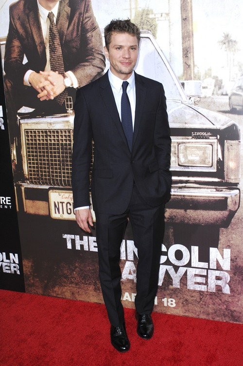 Ryan PHillippe, suit