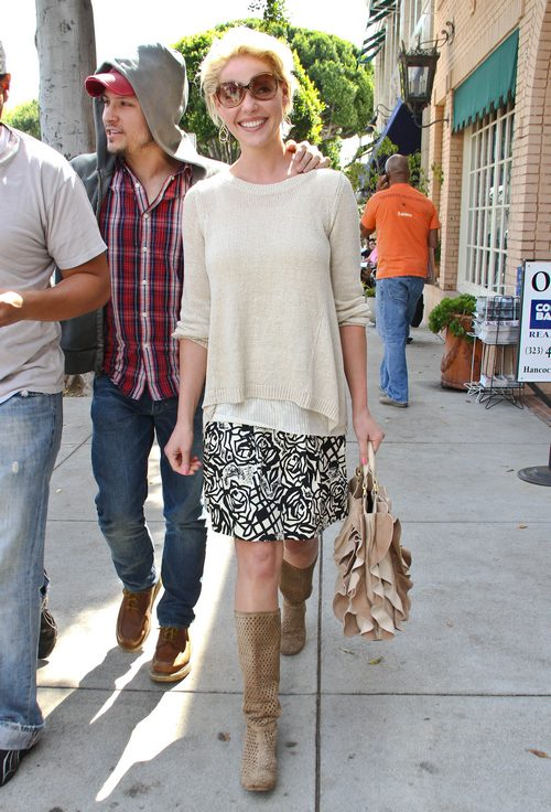 Katherine Heigl, black and white print skirt, beige top, boots, sunglasses