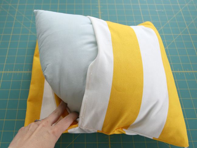 Diy Throw Pillow Instructions : DIY: Simple Envelope Pillow Tutorial - Step by Step with Photos