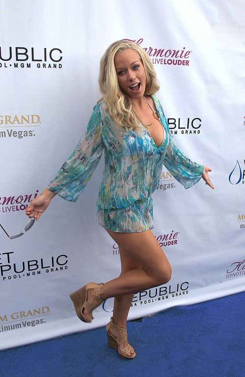 Kendra wilkinsons hot legs apologise, can