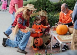 More Halloween Fun With Celebrities And Their Families