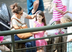 Photos: Katie Holmes Takes Suri To The Zoo