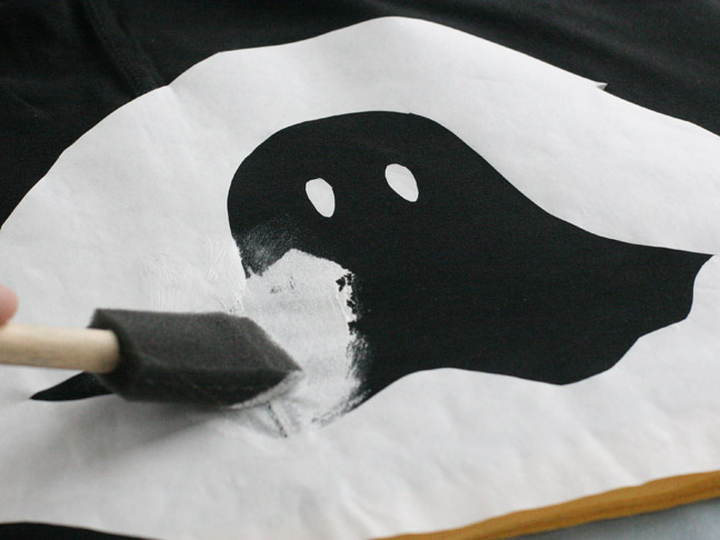 Stenciled Ghost T-Shirt DIY - Step 8