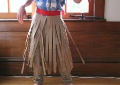 DIY No-Sew Costume: Hula Skirt