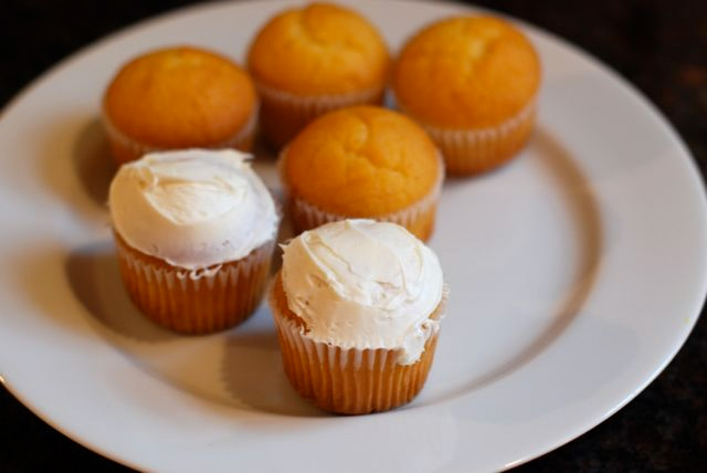 Mini Pumpkin Cupcakes Recipe - Step 6