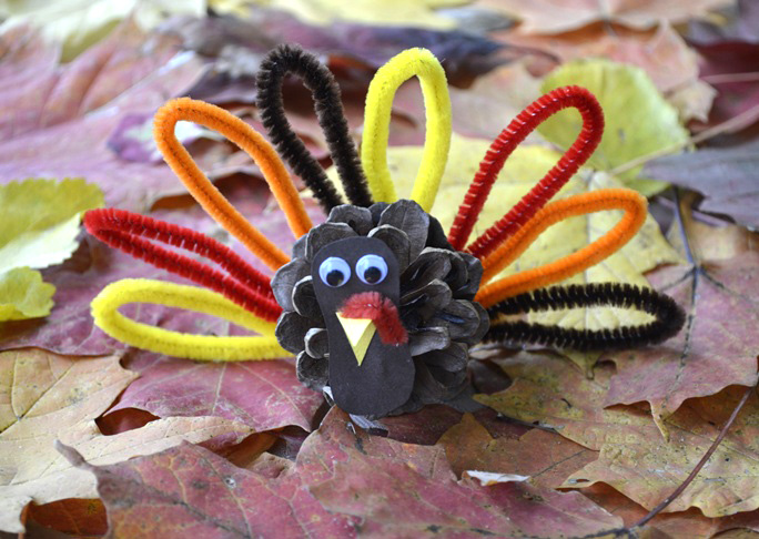 Pinecone turkey diy craft for Diy thanksgiving crafts