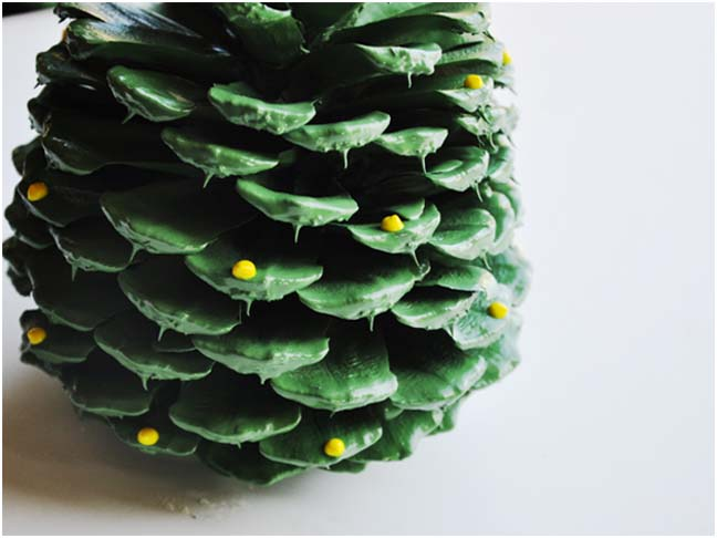 Holiday DIY: Pinecone Trees