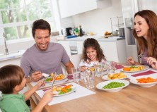 5 Reasons Why Family Dinner is Vital to Your Kids' Health