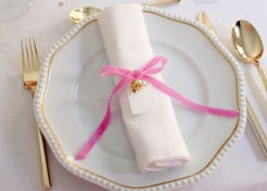 Holiday Table Decor Themes: What's Trending on Your Table