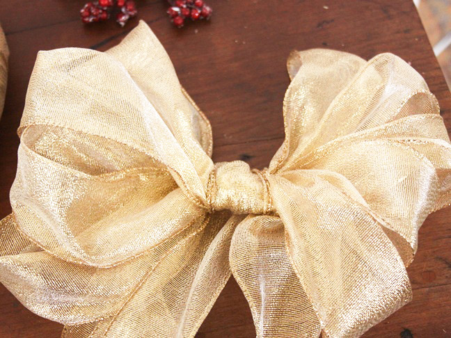 gold_poinsettia_ribbon_wreath_step_4-5