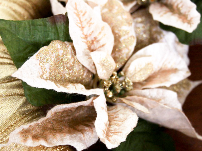 gold_poinsettia_ribbon_wreath_step_9