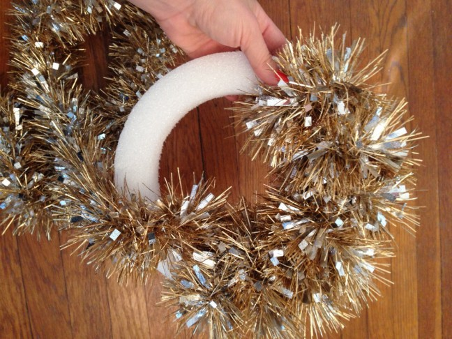 Five Dollar Five Minute Wreath from Chandra Fredrick of Oh Lovely Day   Momtastic
