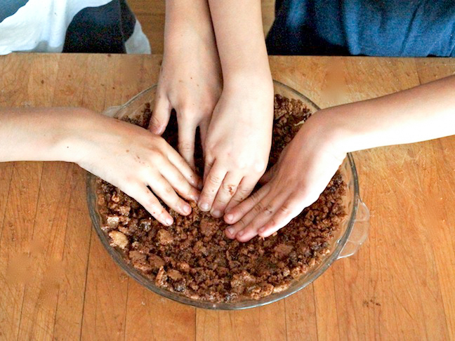 Fathers-Day-Recipe-Custom-Mud-Pie-Designed-by-Dad-Made-by-the-Kids-PREP-8