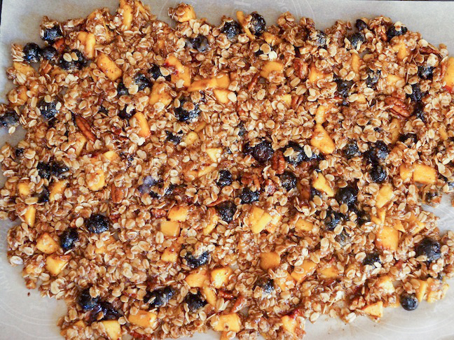 Blueberry-Peach-Cobbler-Granola-Recipe-PREP-2