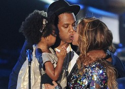 Beyoncé's and Jay-Z's Blue Ivy Steals Hearts at MTV Awards
