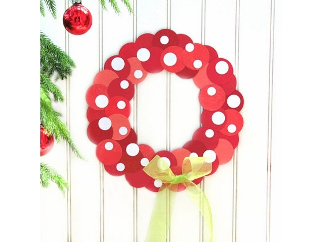 minnies-polka-dot-wreath-craft-photo-420x420-clittlefiled-A
