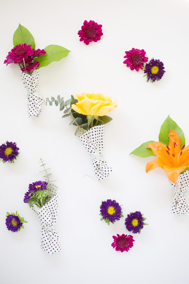 mini-bouquets-scattered-flowers