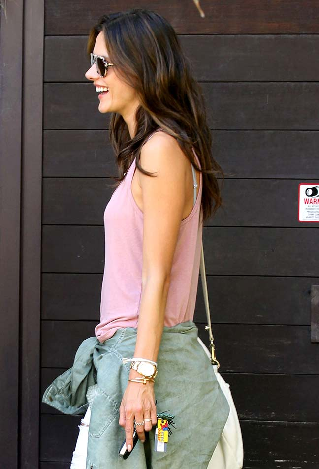 alessandra-ambrosio-wearing-pastel-trend-2014-in-los-angeles