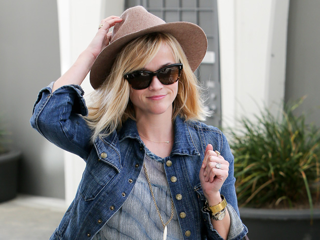 h-reese-witherspoon-wearing-hat-sunglasses-blue-dress
