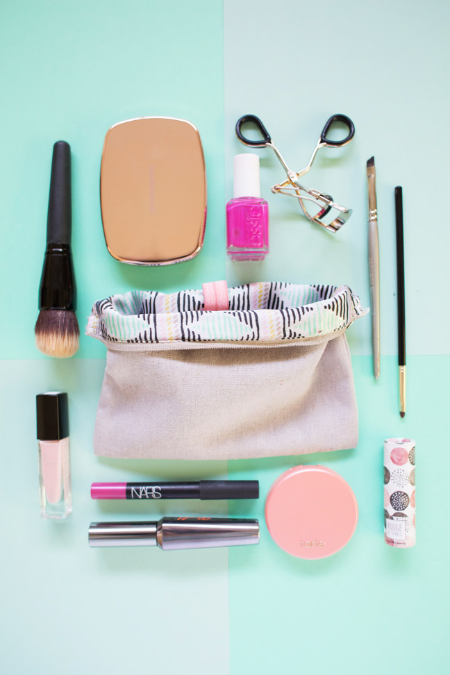organized-makeup-bag-with-makeup