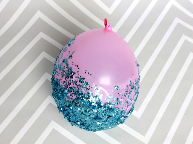 Step 4.1 glitter on a balloon