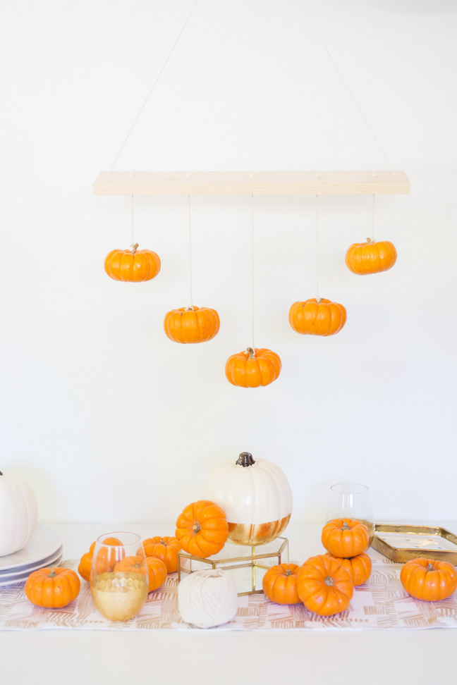 hanging-mini-pumpkin-chandelier