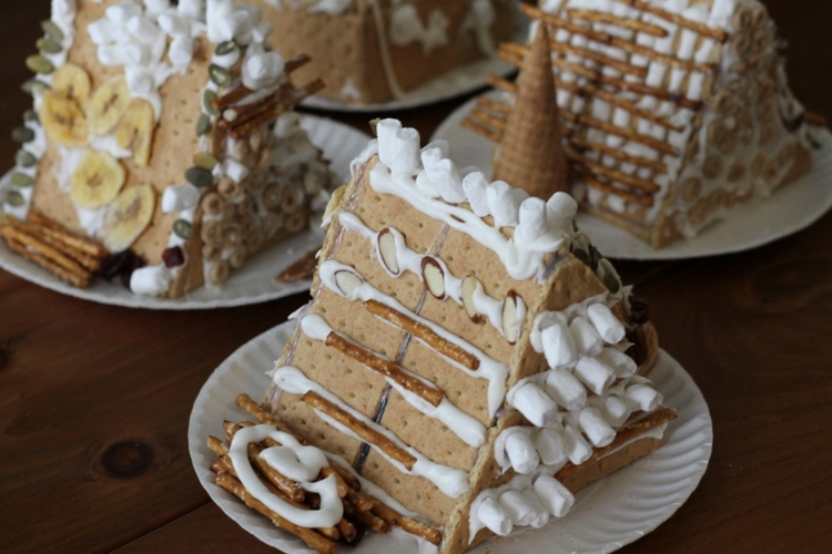 01_graham-cracker-houses