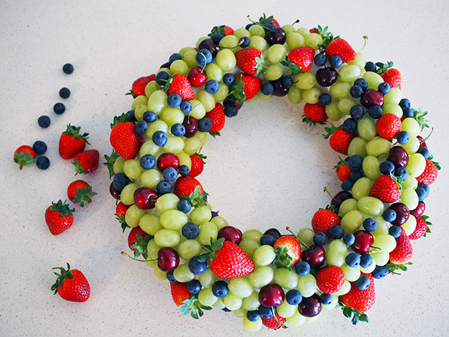 Make an edible fruit Christmas wreath