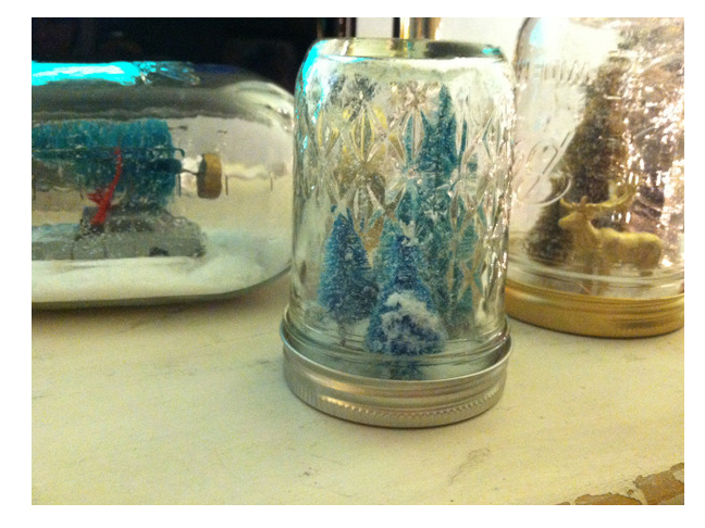 DIY Mason Jar Snow Globe by Chandra Fredrick for Momtastic