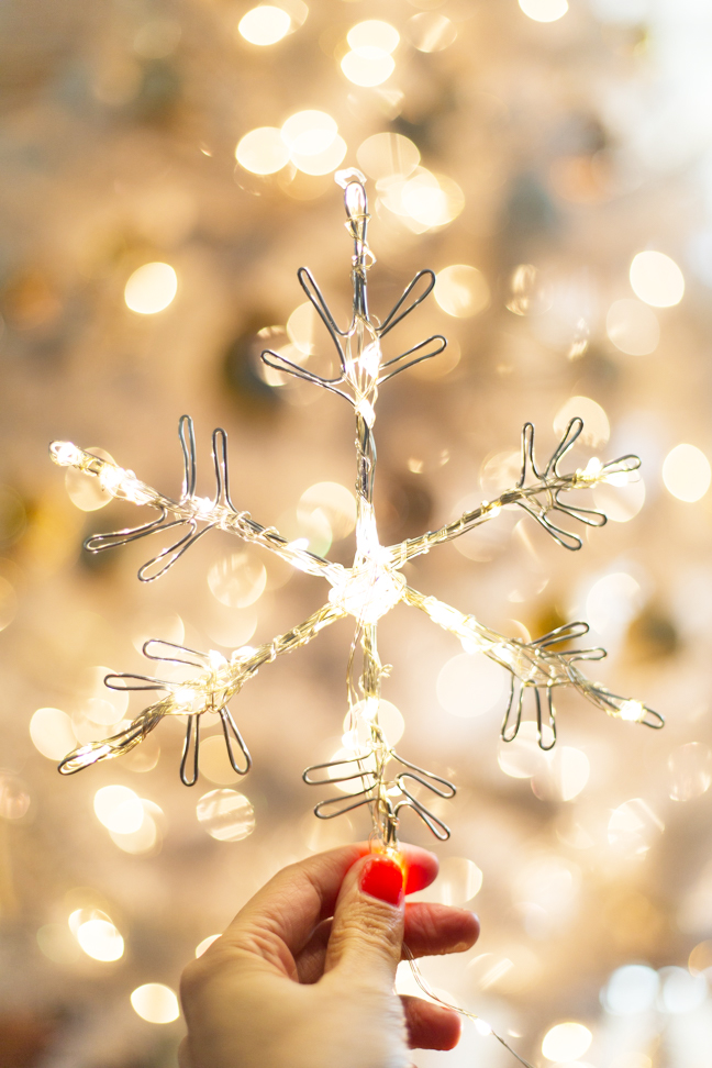 snowflake-light-by-tree