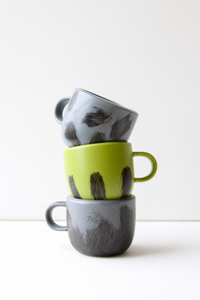 Winter DIY Idea // Painted Brushstroke Mugs for Hot Chocolate