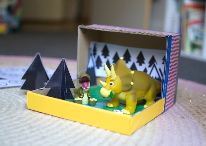 DIY Dinosaur portable play box tutorial