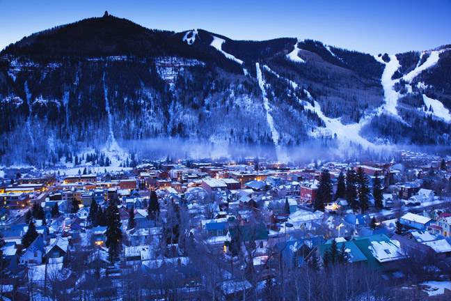 USA, Colorado, Telluride, elevated town view from Tomboy Road, dawn