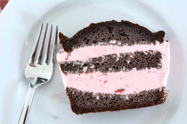 Chocolate strawberry ice cream cake ccuart Choice Image
