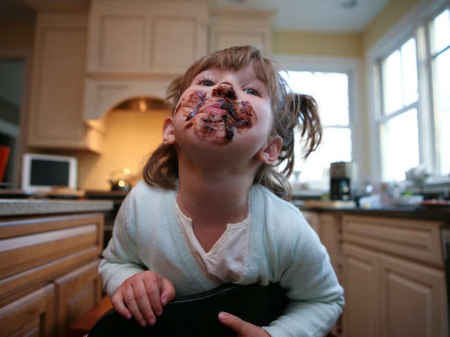 messy-chocolate-face-young-girl-child