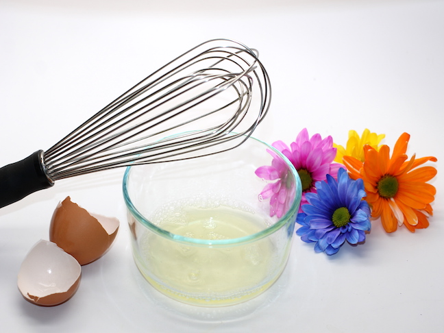 whisk glass bowl with egg whites