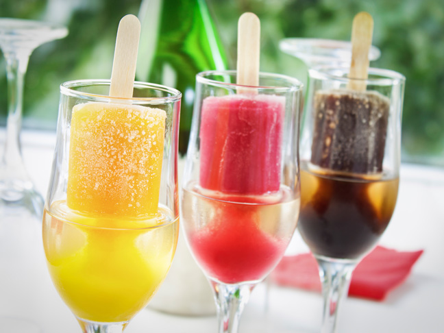 strawberry-champagne-popsicles