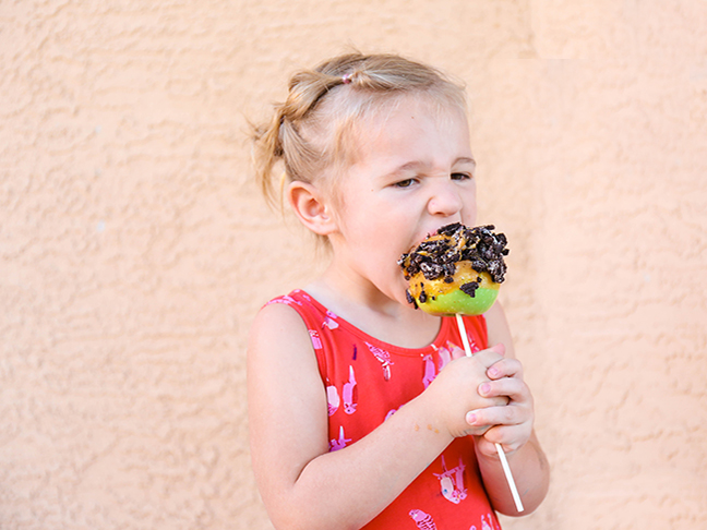 Candy Apple Creations To Make With The Kids