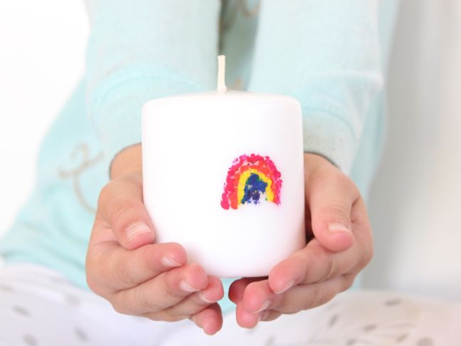 diy melted crayon rainbow candle