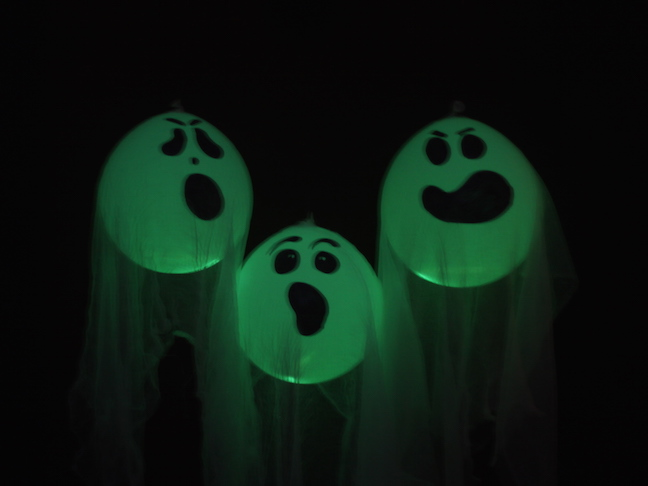 glow in the dark balloon halloween ghosts