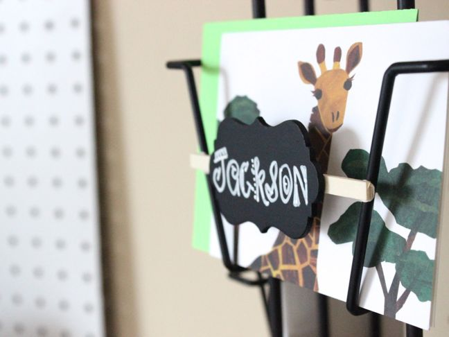 jackson-chalkboard-labels-giraffe-desk-organization